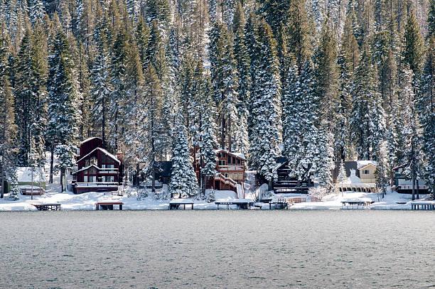 es ist weihnachtszeit - lake tahoe winter stock-fotos und bilder