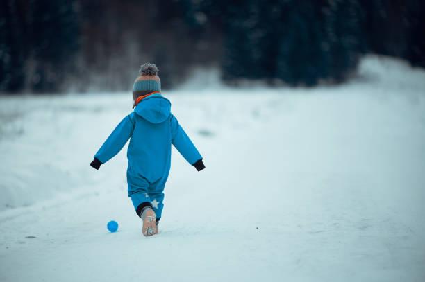 Its fun to play outdoors during winter picture id1250244975?b=1&k=6&m=1250244975&s=612x612&w=0&h=6ihpnbohlvdqeu imri6kwtlvkbmpxjvdjuuli x2ou=
