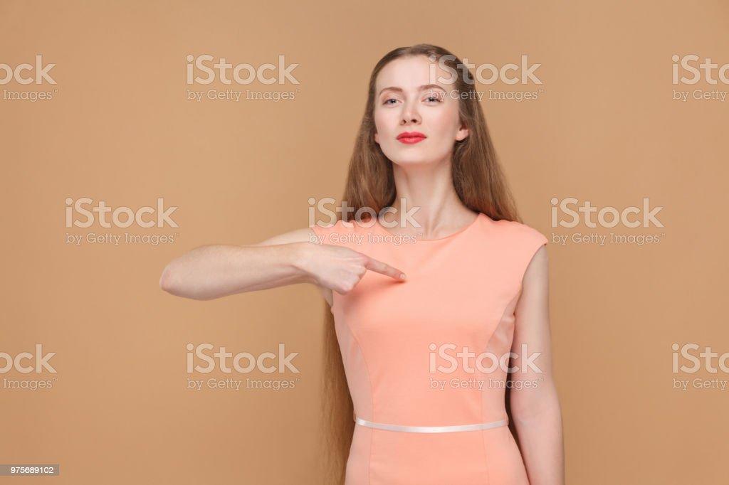 その私。誇りに思って女性は、自分自身を指します。 - 1人のロイヤリティフリーストックフォト