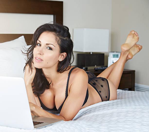 è il momento di aggiornare il mio profilo matrimoniali - donna seducente foto e immagini stock