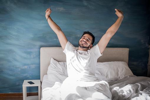 Uyanmak Zamanıdır Stok Fotoğraflar & Adamlar'nin Daha Fazla Resimleri