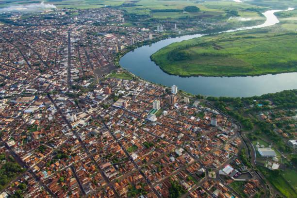 Itumbiara Aérea Cidade de Itumbiara as margens do Rio Paranaiba em Goias goias stock pictures, royalty-free photos & images