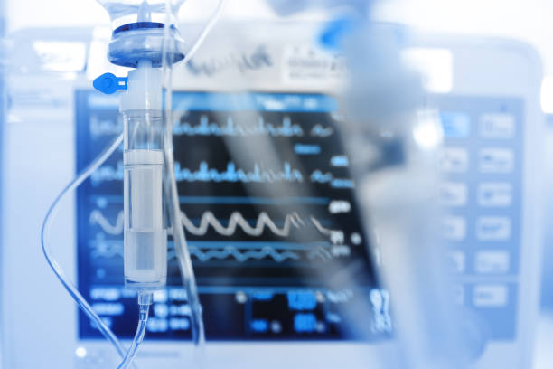 iv drip on the background of monitoring ecg - cytostatica stockfoto's en -beelden