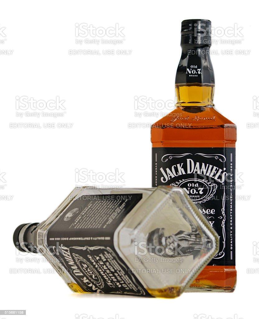 Jack De Daniel y whisky Borbón los frascos vacíos. - foto de stock
