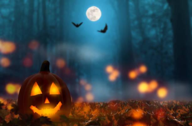 jack latarnia w noc halloween - upiorny zdjęcia i obrazy z banku zdjęć