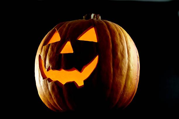 lanterna de halloween à noite - lanterna de halloween - fotografias e filmes do acervo