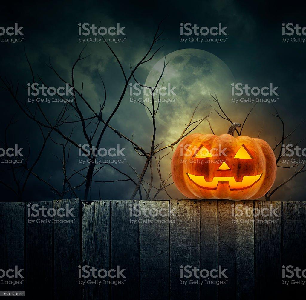 Foto De Jack O Lantern Pumpkin On Wood Wall Over Cloudy Sky E Mais Fotos De Stock De Amuado Istock