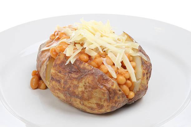 Jaqueta de batata com feijão e queijo - foto de acervo