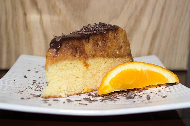 jaffa kuchen - schokoladen biskuitkuchen stock-fotos und bilder