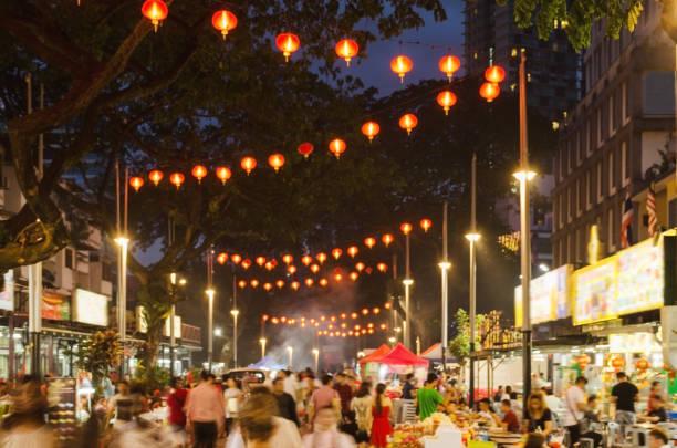 잘란 알로 쿠알라룸푸르 시티 센터에서 야간-음식 거리. 흐리게 사진입니다. - 쿠알라룸푸르 뉴스 사진 이미지