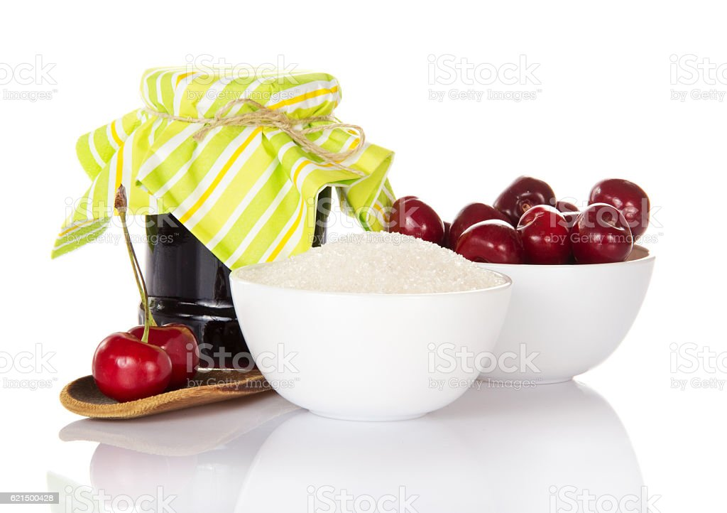 Jam jar, cup cherries, sugar, wooden spoon with berries isolated. photo libre de droits