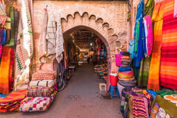 mercato jamaa el fna, marrakech - bazar mercato foto e immagini stock