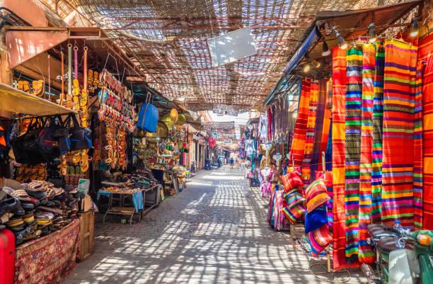 jamaa el fna market - bazar mercato foto e immagini stock