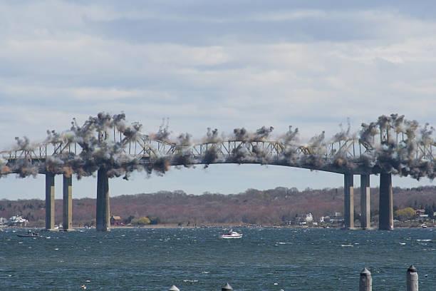 jamestown pont de démolition - imploser photos et images de collection