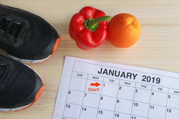 januari 2019 starta i ett nytt hälsosamt liv - calendar workout bildbanksfoton och bilder