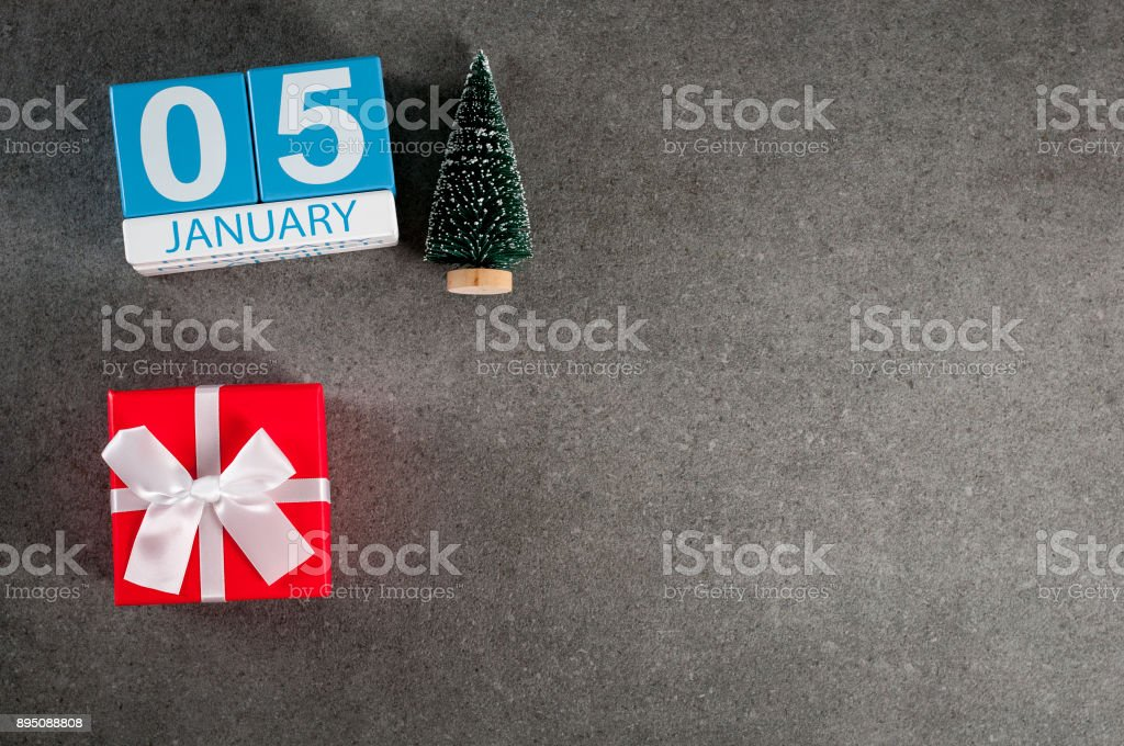 January 5th. Image 5 day of January month, calendar with x-mas gift and christmas tree. New year background with empty space for text, mockup stock photo
