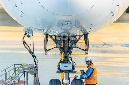 Nagoya, Japan, 25 Jan 2019 Japan Airlines Airlines Machinist Check the neatness of the wheels and landing gear. Before the plane flies up