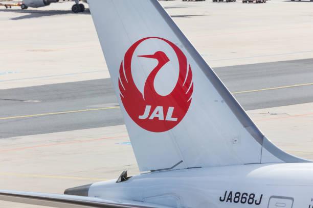 japan airlines vliegtuig op frankfurt airport duitsland - luchthaven frankfurt am main stockfoto's en -beelden