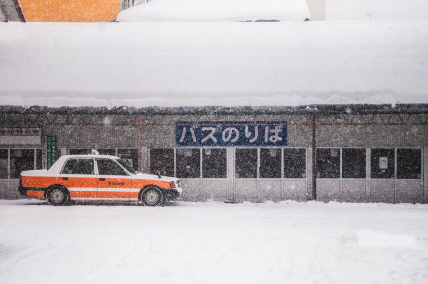 japan taxi cab at goshogawara station,  waiting for passenger during winter time. - goshogawara zdjęcia i obrazy z banku zdjęć