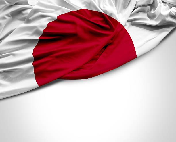 Bandera de Japón saludando con la mano sobre fondo blanco - foto de stock