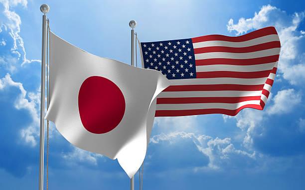 Japonesa y Estados Unidos Banderas juntas al viento para disfrutar de conversaciones de carácter diplomático - foto de stock