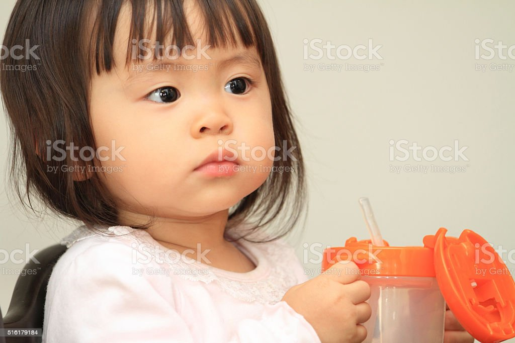Japanese baby girl drinking water stock photo more for Vater japones