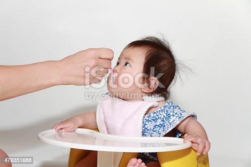 istock Japanese baby girl eating baby food 476351688