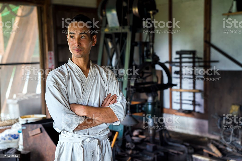 Japanese blacksmith in his forge圖像檔