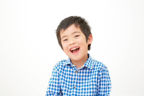 白い背景を持つ日本人少年 ストックフォト