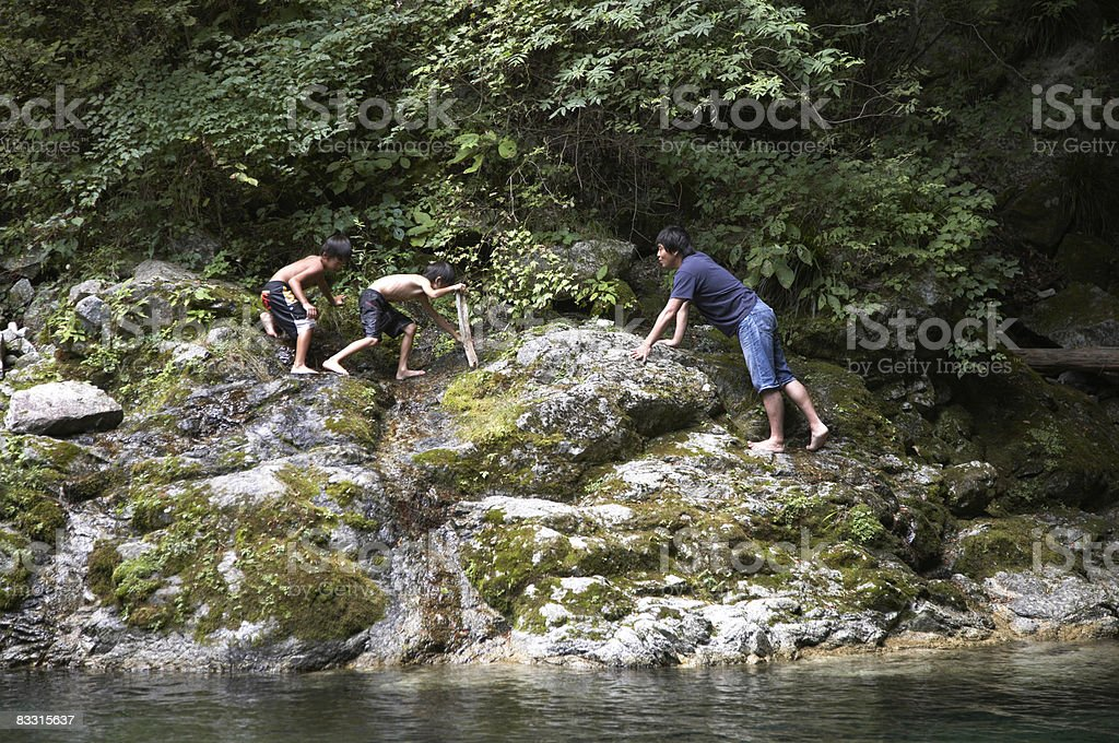 Japanese boys on rocks royalty free stockfoto