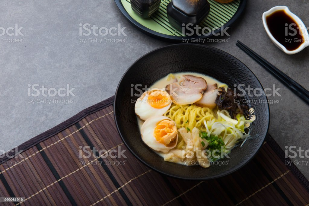 japanische Geschmorter Schweinebauch-Ramen-Nudeln - Lizenzfrei Asiatische Nudeln Stock-Foto