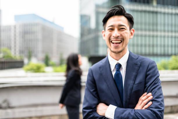 日本のビジネスパーソンがある楽しさと笑い - オフィスワーク ストックフォトと画像