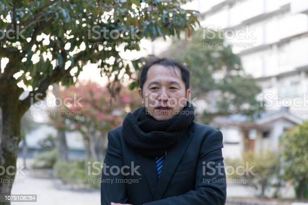Japanese businessman having break in park picture id1079108284?b=1&k=6&m=1079108284&s=612x612&h=pfzpsn5hk0gaabdq6clsn793djcuxz4sxtcq32wspve=
