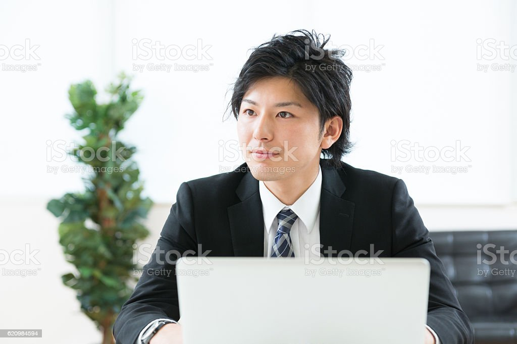 Japanese businessman using a laptop foto royalty-free