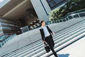 istock Japanese businessman working on the go 915307144