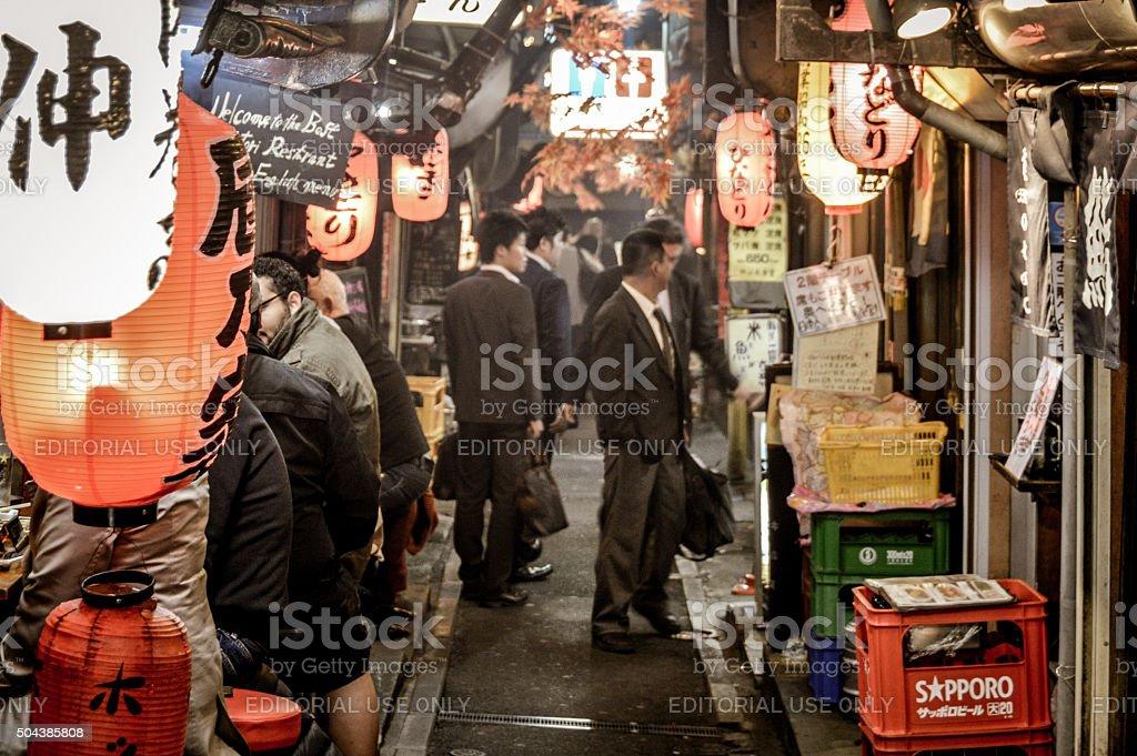 Japanese businessmen enjoy an afterwork beer in Shinjuku stock photo