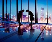 日本のビジネスマンがビジネスの契約