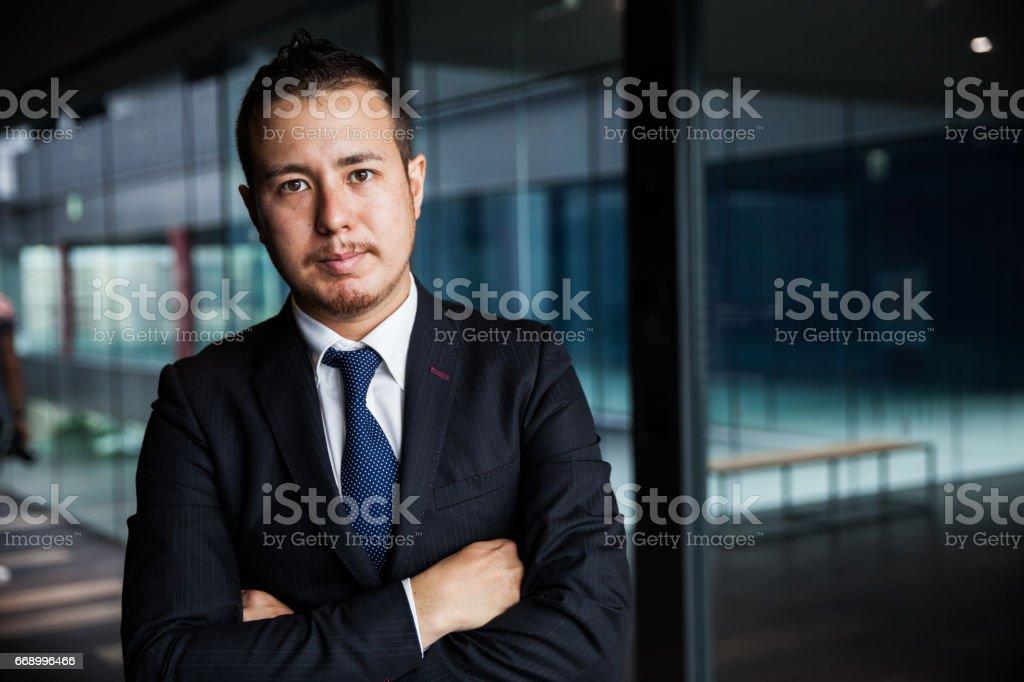 オフィスで日本のビジネスマン - 1人のロイヤリティフリーストックフォト