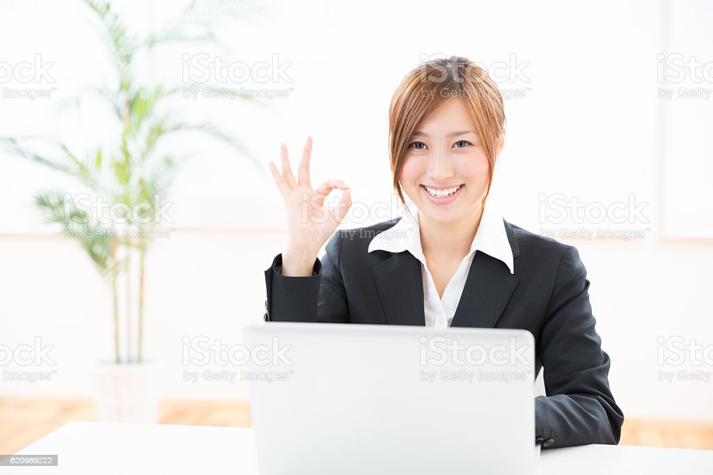 Japanese businesswoman using a laptop foto royalty-free