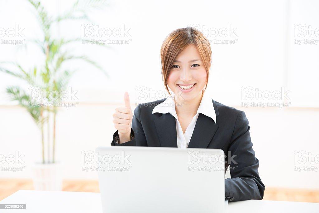 Japanese businesswoman using a laptop foto royalty-free