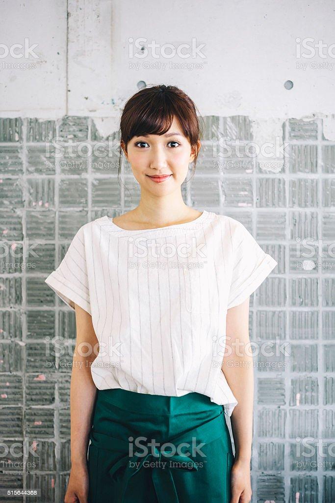 Trabajador japonés café Retrato de la mujer. - foto de stock