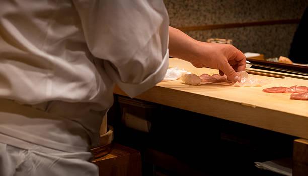 日本の寿司シェフの準備 - 寿司 ストックフォトと画像