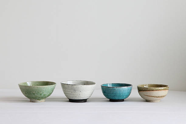 japanese colorful pottery - bowls - 도예 뉴스 사진 이미지