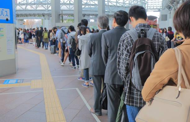 banlieue japonaise japon kanazawa - queue photos et images de collection