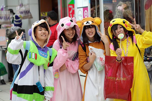 japanische kostüm spieler - tokyo cosplay stock-fotos und bilder