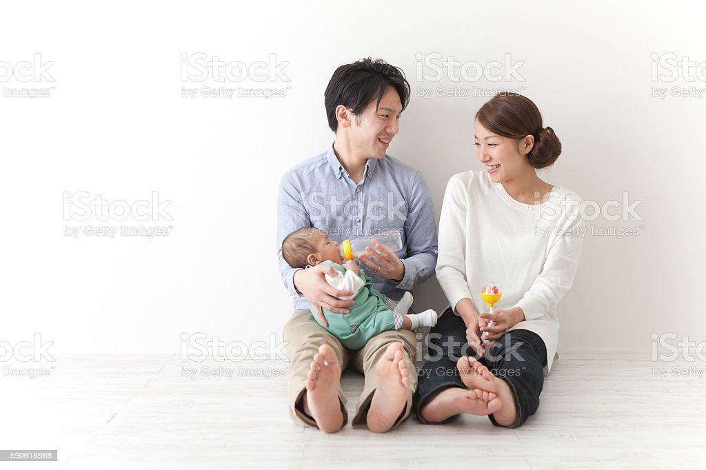 Japanese couple giving milk to baby - 30代のロイヤリティフリーストックフォト
