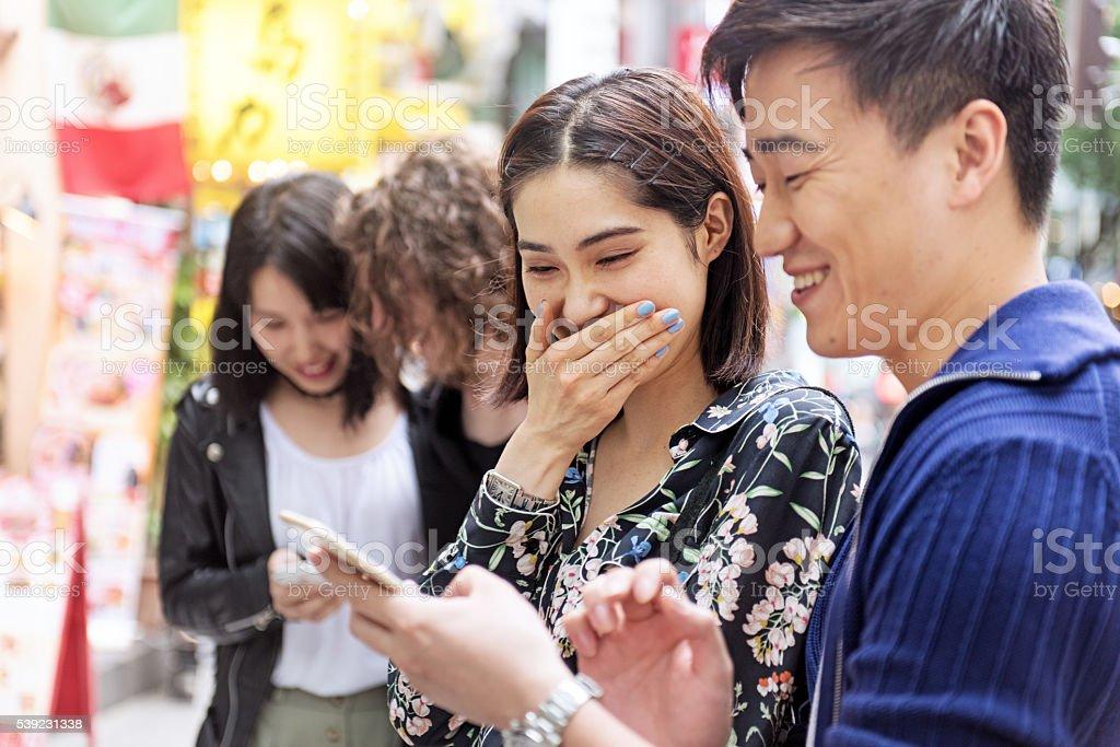 Pareja japonesa en Shibuya foto de stock libre de derechos