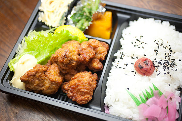 japanese cuisine chicken karaage bento - chicken bird in box stockfoto's en -beelden