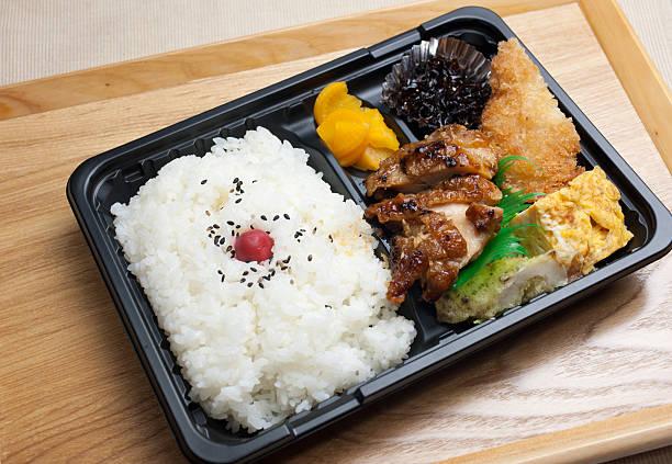 japanese cuisine chicken teriyaki bento - chicken bird in box stockfoto's en -beelden