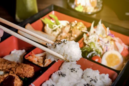 istock japanese cuisine. lunch box set 689179756